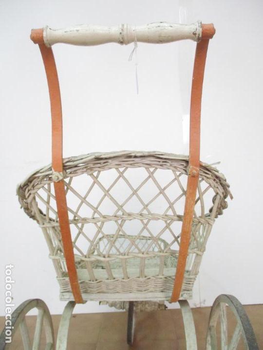Relojes de pared: Antiguo Carrito, Cochecito para Muñecas, Bebe - Ruedas de Madera - Cesta de Mimbre - Original - Foto 29 - 141905834