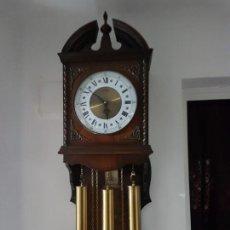 Relojes de pared: RELOJ DE PARED DE CARGA MANUAL MEDIANTE PESOS ES DE LA MARCA J.PASTOR EN TRA Y MIRALO. Lote 142081718