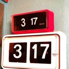 Relojes de pared: RELOJ PARED NUMEROS VOLCABLES EN BLANCO TWENCO XXL. Lote 163803812