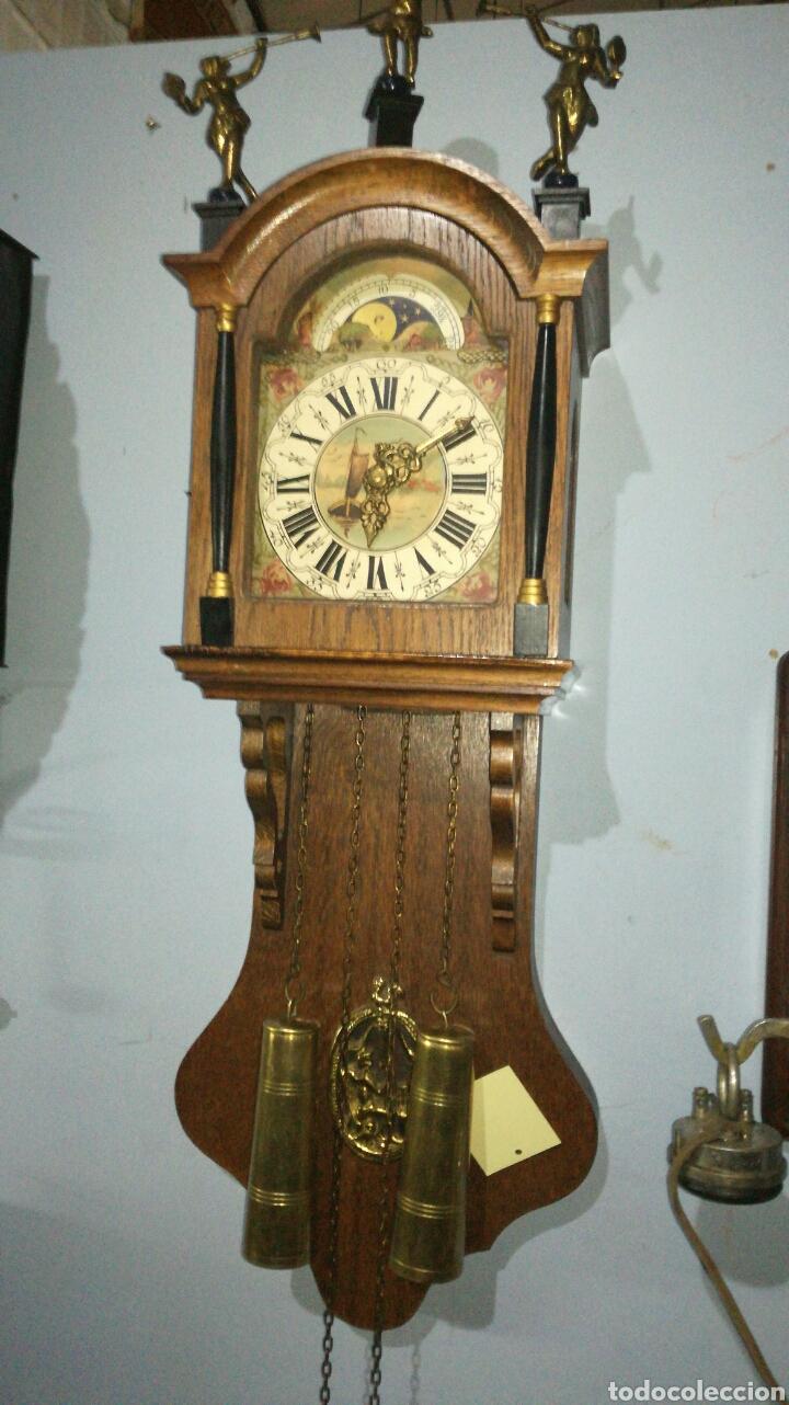 RELOJ HOLANDÉS FUNCIONANDO CON CAJA DE ROBLE EN BUEN ESTADO (Relojes - Pared Carga Manual)