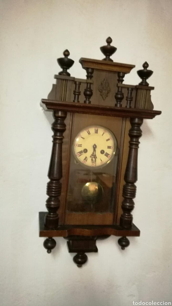 RELOJ DE PARED FUNCIONANDO CON CAJA DE MADERA (Relojes - Pared Carga Manual)