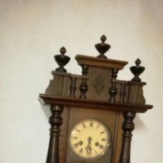 Relojes de pared: RELOJ DE PARED FUNCIONANDO CON CAJA DE MADERA. Lote 145625605