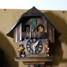 Relojes de pared: RELOJ MECÁNICO DE CUCO DE LA SELVA NEGRA, CARRUSEL MUSICAL, MADERA TALLADA. Lote 145855302