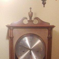 Relojes de pared: RELOJ DE PARED MARCA SARS. TOCA LAS HORAS,MEDIAS Y CUARTOS. MELODÍA TIPO WESTMINSTER.. Lote 146779334