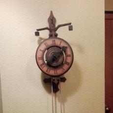 Relojes de pared: BONITO RELOJ ESQUELETO DE MADERA MODELO MEDIEVAL CON PESAS DE PIEDRA.MADE IN WEST GERMANY.. Lote 146784818