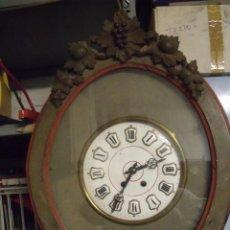 Relojes de pared: ANTIGUO OJO BUEY DE BODEGA CON TALLAS DE UVAS Y RACIMOS- AÑO 1890- FUNCIONA PERFECTAMENTE. Lote 147328658