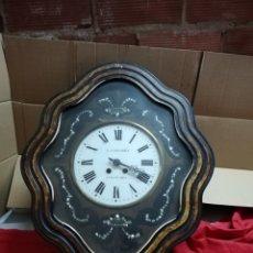 Relojes de pared: ANTIGUO RELOJ OJO DE BUEY SIGLO XIX INCRUSTACIONES DE NÁCAR. Lote 152590921