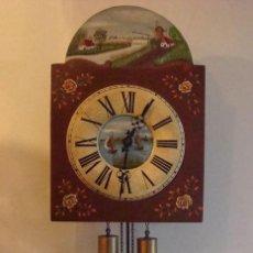 Relojes de pared: RELOJ ALEMÁN, TIPO RATERA, FABRICADO POR ALBERT SCHWAB, DECORADO A MANO.. Lote 147884014