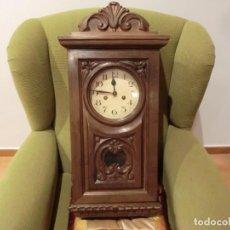Relojes de pared: PRECIOSO RELOJ ANTIGUO RESTAURADO E INTRODUCIDO EN CARCASA DE MADERA NOBLE NUEVA.. Lote 148093170