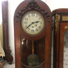 Relojes de pared: EXCELENTE RELOJ ANTIGUO CARRILLON EN MADERA DE CAOBA FUNCIONA RAV800. Lote 149834970