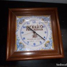 Relojes de pared: RELOJ EN AZULEJO. Lote 150609286