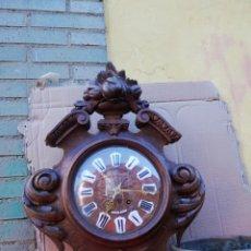 Relojes de pared: IMPRESIONANTE RELOJ DE PARED EN MADERA MACIZA SIGLO XIX. Lote 151103697