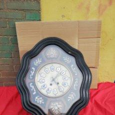 Relojes de pared: ESPECTACULAR RELOJ OJO DE BUEY SIGLO XIX INCRUSTACIONES DE NÁCAR ESFERA DE ALABASTRO. Lote 152592209