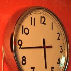 Relojes de pared: RELOJ DE PARED ESTILO VINTAGE XXL CON SISTEMA LED 60CM. Lote 153189502