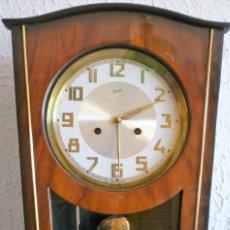 Relojes de pared: RELOJ DE PARED MARCA JUNVA MADE IN GERMANI - COMPLETO – CRISTAL TALLADO. Lote 153689786