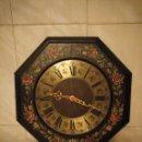Relojes de pared: PRECIOSO RELOJ DE PARED,MADERA PINTADO A MANO,ESFERA DE METAL,FUNCIONA A PILAS.. Lote 155406126