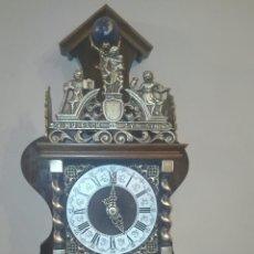 Relojes de pared: ANTIGUO RELOJ DE PARED, HOLANDES, EL MÁS GRANDE DE SU SERIE, ESTÁ COMPLETO Y FUNCIONANDO.. Lote 155757850