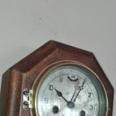 Relojes de pared: ANTIGUO RELOJ DE PARED JUNGHAS, AÑO 1920, EN MADERA CON FORMA OCTOGONAL, FUNCIONANDO.. Lote 155780322