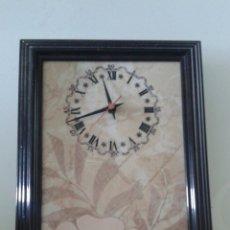 Relojes de pared: RELOJ DE PARED SOBRE CERÁMICA ESMALTADA DE LOS AÑOS 70, MAQUINARIA JUNGHANS,FUNCIONA ( 38 × 25 CM ).. Lote 156488448