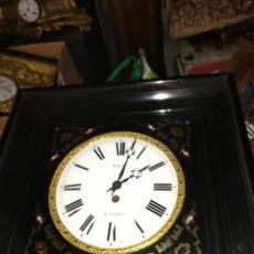 Relojes de pared: ESPECTACULAR RELOJ OJO DE BUEY CON INCRUSTACIONES DE LATÓN Y CAREY SIGLO XIX. Lote 156490476