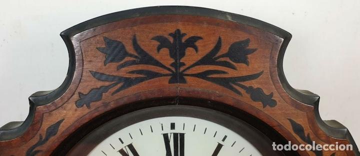 Relojes de pared: RELOJ DE PARED. OJO DE BUEY. ESTILO ISABELINO. MADERA CON MARQUETERÍA. SIGLO XIX. - Foto 2 - 156982610