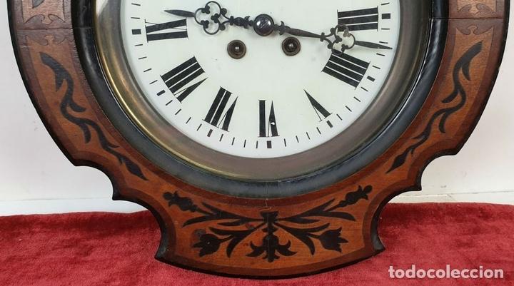 Relojes de pared: RELOJ DE PARED. OJO DE BUEY. ESTILO ISABELINO. MADERA CON MARQUETERÍA. SIGLO XIX. - Foto 5 - 156982610