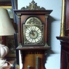 Relojes de pared: RELOJ DE PARED RADIÁN PÉNDULOS AÑOS 80 APROX. MEDIDAS 90X34X15 VER FOTOGRAFÍAS. Lote 159210970
