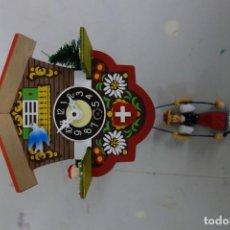 Relojes de pared: RELOJ DE CUCO DE MEDIADOS DEL SIGLO XX FUNCIONA CORRECTAMENTE . Lote 159248118