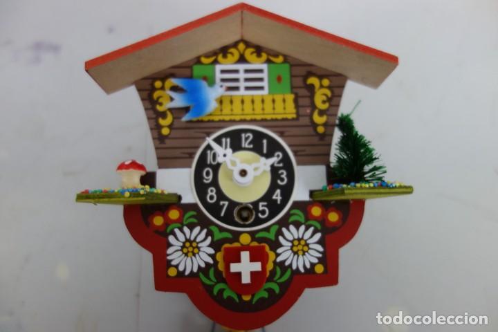 Relojes de pared: RELOJ DE CUCO DE MEDIADOS DEL SIGLO XX FUNCIONA CORRECTAMENTE - Foto 2 - 159248118