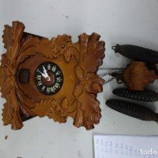 Relojes de pared: RELOJ DE CUCO DE MEDIADOS DEL SIGLO XX FUNCIONA CORRECTAMENTE. Lote 159251258