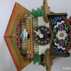 Relojes de pared: RELOJ DE CUCO DE MEDIADOS DEL SIGLO XX FUNCIONA CORRECTAMENTE . Lote 159252250