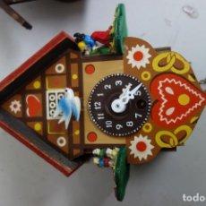 Relojes de pared: RELOJ DE CUCO DE MEDIADOS DEL SIGLO XX FUNCIONA CORRECTAMENTE . Lote 159255350