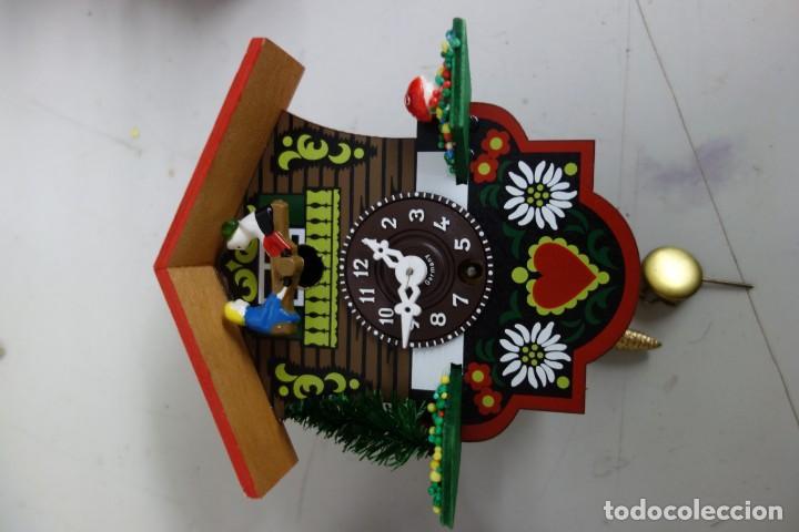 RELOJ DE CUCO DE MEDIADOS DEL SIGLO XX FUNCIONA CORRECTAMENTE (Relojes - Pared Carga Manual)