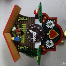 Relojes de pared: RELOJ DE CUCO DE MEDIADOS DEL SIGLO XX FUNCIONA CORRECTAMENTE . Lote 159255902