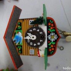Relojes de pared: RELOJ DE CUCO DE MEDIADOS DEL SIGLO XX FUNCIONA CORRECTAMENTE . Lote 159256034