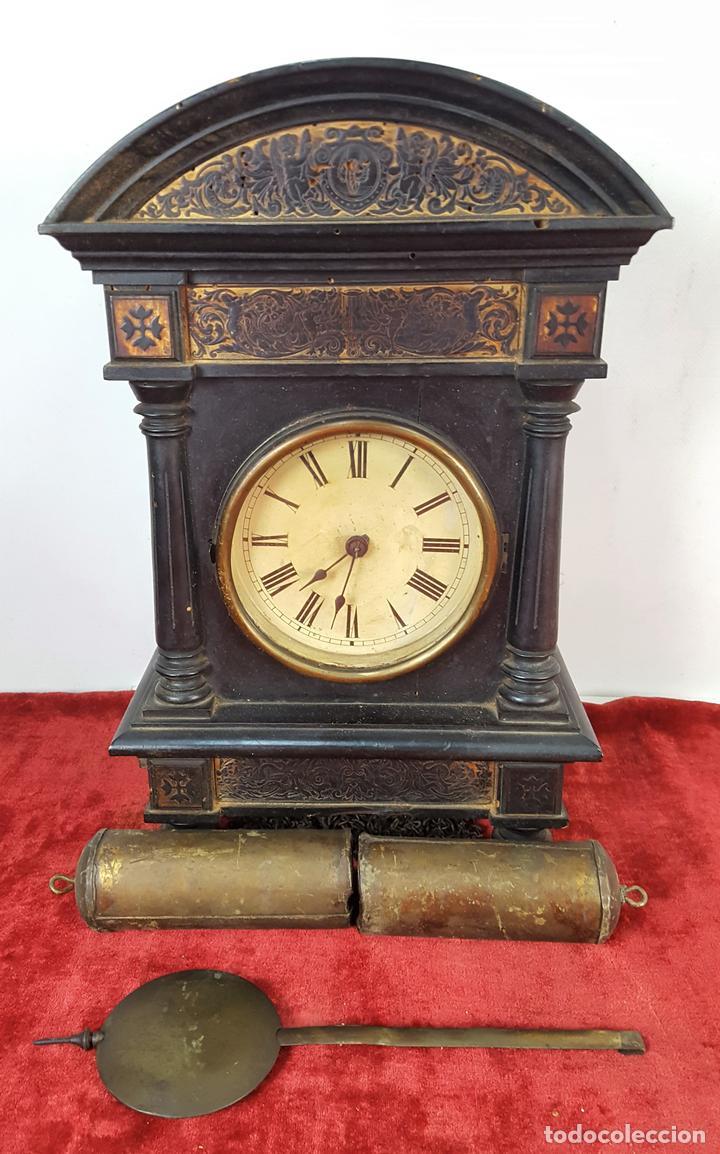 RELOJ DE PARED. MADERA. POLICROMADA. ESPAÑA. SIGLO XIX-XX. (Relojes - Pared Carga Manual)