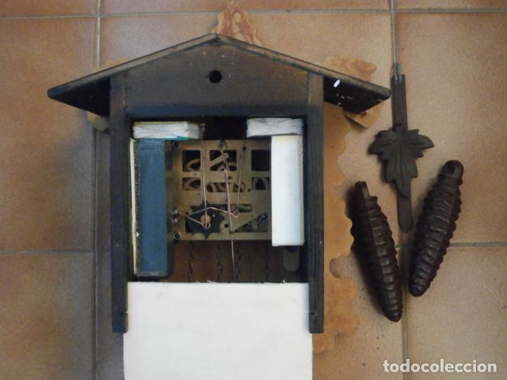 Relojes de pared: Reloj antiguo de pared alemán cucu cuco péndulo funciona con pesas de la Alemania Oriental comunista - Foto 7 - 160046690