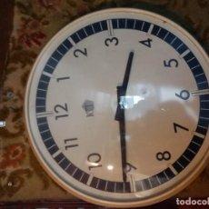 Relojes de pared: RELOJ DE PARED ELÉCTRICO DE IMPULSOS, ADAPTABLE MAQUINARIA DE PILAS, DIÁMETRO DE LA ESFERA 46 CM.. Lote 160653166