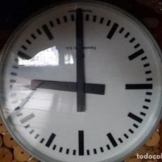 Relojes de pared: RELOJ DE PARED ELÉCTRICO DE IMPULSOS, ADAPTABLE MAQUINARIA REFORZADA DE PILAS, UNA SOLA CARA ILUMINA. Lote 160654478