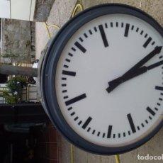 Relojes de pared: RELOJ DE PARED ELÉCTRICO DE IMPULSOS, ADAPTABLE MAQUINA REFORZADA DE PILAS, DE DOS CARAS QUE SE ILUM. Lote 160655098