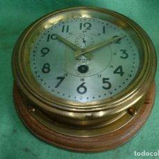 Relojes de pared: PRECIOSO RELOJ BARCO BAYARD 8 DIAS FRANCE BRONCE BASE DE MADERA FUNCIONANDO AÑOS 50. Lote 160821474