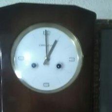 Relojes de pared: PRECIOSO RELOJ ARTDECÓ CON LLAVE Y PÉNDULO, FUCIONA A LA PERFECCIÓN, COMO NUEVO, ARDECO. Lote 161096780