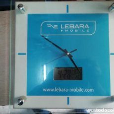 Relojes de pared: RELOJ PARED PUBLICIDAD LEBARA MOBILE MADERA CRISTAL Y METAL 30X30 CMS TAMBIEN DIGITAL FUNCIONA. Lote 161565890