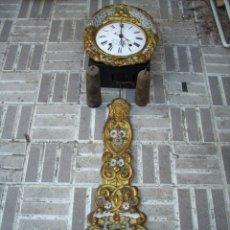 Relojes de pared: RELOJ DE PENDULO REAL Y CALENDARIO. Lote 172988134