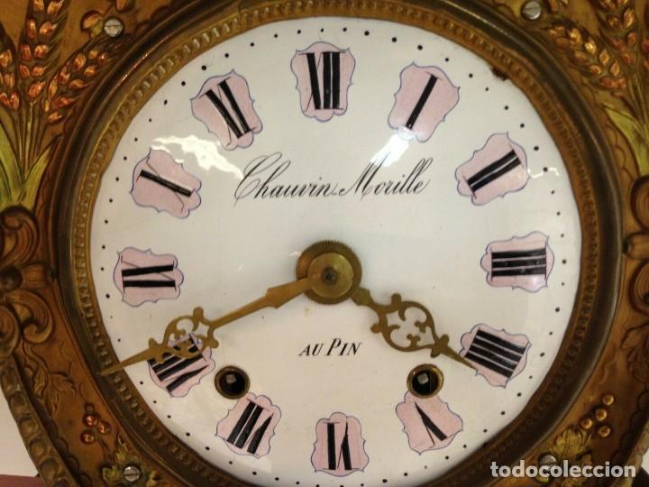 Relojes de pared: PRECIOSO RELOJ MOREZ POLICROMADO CON PENDULO REAL- AÑO 1880-FUNCIONAL-REPITE HORAS- lote 186 - Foto 7 - 162098882