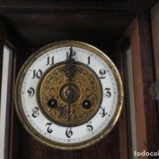 Relojes de pared: RELOJ DE PARED DE CARGA MANUAL - 55 X 28 X 15 CM . MUY ANTIGUO.. Lote 162306886