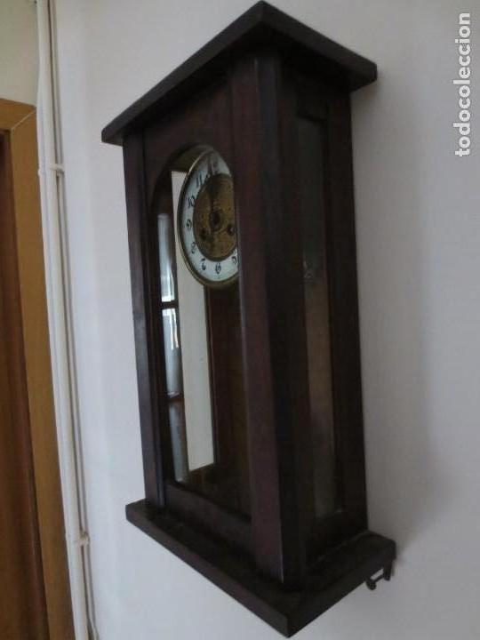 Relojes de pared: RELOJ DE PARED DE CARGA MANUAL - 55 X 28 X 15 cm . MUY ANTIGUO. - Foto 5 - 162306886