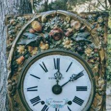 Relojes de pared: PRECIOSO RELOJ ANTIGUO POLICROMADO. Lote 162953294