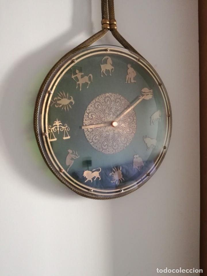 RELOJ ZODIACAL DE PARED FUNCIONANDO 60 AÑOS PERFECTO USA 1 PILA ALCALINA 1,5 VOLTS DIÁMETRO 30 CM (Relojes - Pared Carga Manual)