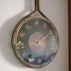 Relojes de pared: RELOJ ZODIACAL DE PARED FUNCIONANDO 60 AÑOS PERFECTO USA 1 PILA ALCALINA 1,5 VOLTS DIÁMETRO 30 CM. Lote 163969038